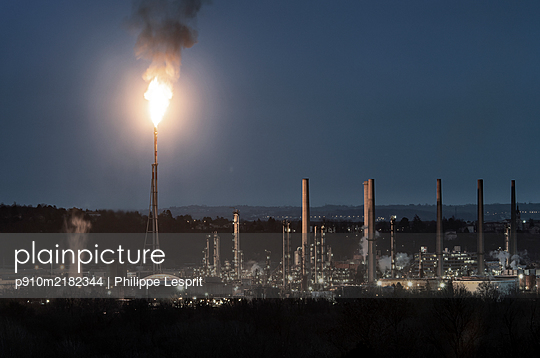 France, Feyzin, Chemical industry - p910m2182344 by Philippe Lesprit