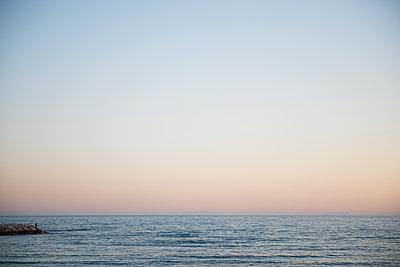 Mann am Meer - p1509m2028509 von Romy Rolletschke