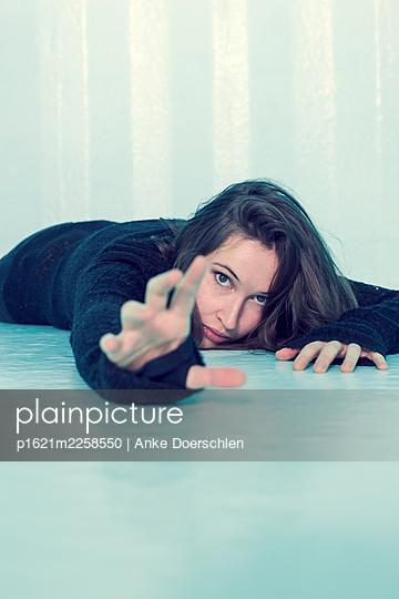 Fallen woman - p1621m2258550 by Anke Doerschlen