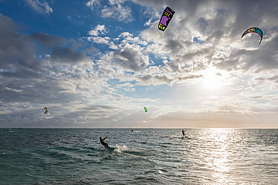 Mauritius, Southwest Coast, Le Morne, kite surfers - p300m1549903 by Fotofeeling
