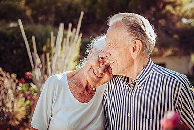 Greece, Senior couple, portrait - p713m2283578 by Florian Kresse
