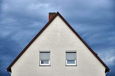 Sleepy house - p851m925250 by Lohfink