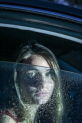 Young woman in the car - p1019m2134122 by Stephen Carroll