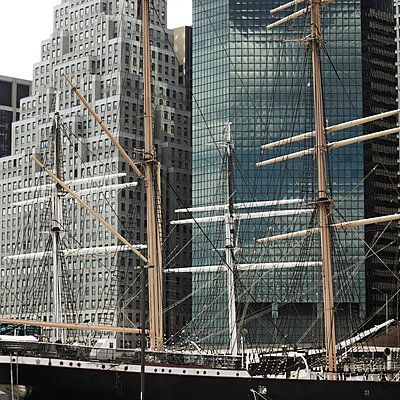 Ship in New York - p4150523 by Tanja Luther