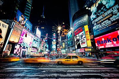 New York City bei Nacht - p416m990900 von Jörg Dickmann