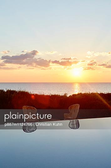 Sonnenuntergang - p887m1124766 von Christian Kuhn