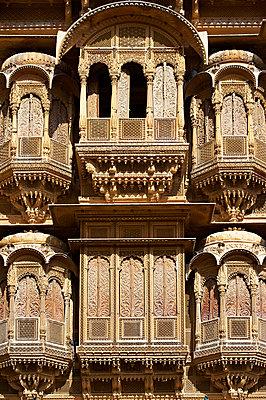 Reich verzierte Hausfassade in Jaisalmer  - p1259m1111449 von J.-P. Westermann