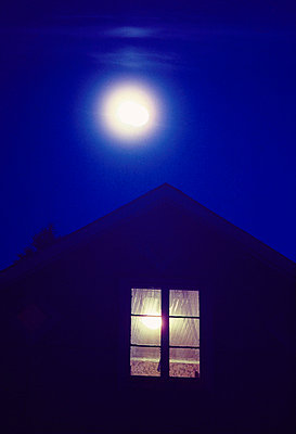 Full moon over cottage at night - p3485458 by Pelle Stackman