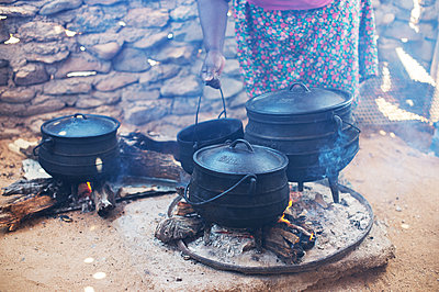 Africa, Namibia, Prepare food - p1167m2272260 by Maria Schiffer
