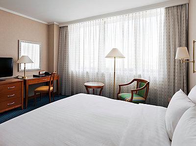 Hotelzimmer - p390m1169397 von Frank Herfort