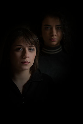Two young woman looking at camera  - p794m2073032 by Mohamad Itani