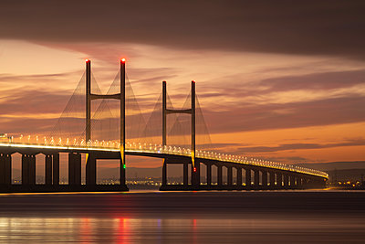 Winter twilight skies above the Prince of Wales Bridge spanning the River Severn, Gloucestershire, England, United Kingdom, Europe - p871m2209726 by Adam Burton