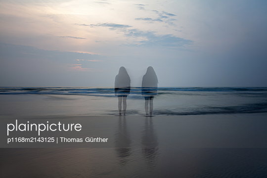 Stand next to yourself - p1168m2143125 by Thomas Günther