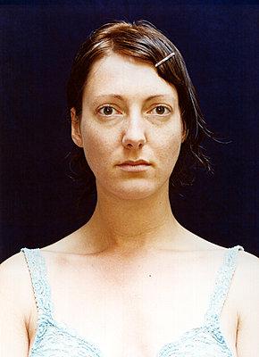 Porträt einer Frau - p1205m1019743 von Annet van der Voort