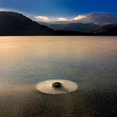 Chambon Lake in winter - p8130192 by B.Jaubert