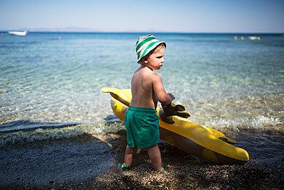 Kind am Strand - p1386m1476386 von Lindqvist