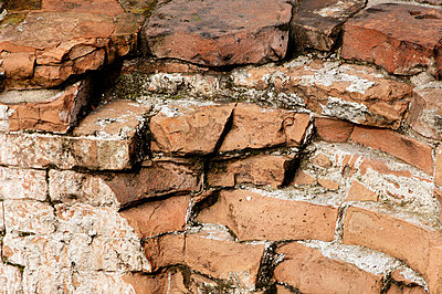 Old brick wall, close-up - p3004359f by Liane Riss