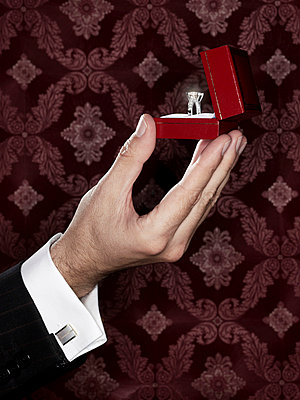 Man offering diamond ring - p8510076 by Lohfink