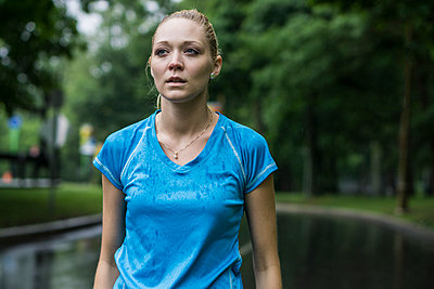 Girl running in the rain - p1362m1227694 by Charles Knox