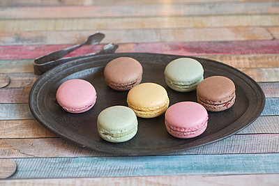 Tray with different macarons - p300m1022973f by Sandra Roesch