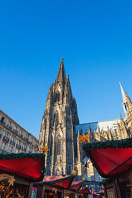 Germany, Cologne, Christmas market at Cologne Cathedral - p300m1459902 by Gaby Wojciech