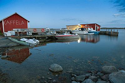 Jurmo harbour - p3227063 by Simo Vunneli