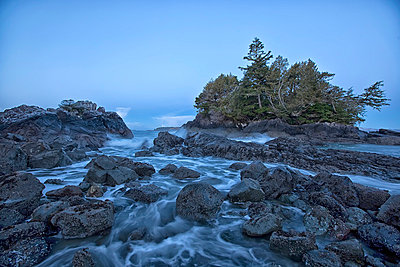 The Ocean At Dawn During A Winter Storm; Tofino Vancouver Island British Columbia Canada - p442m839428 by Robert Postma