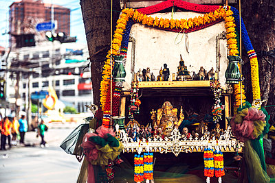 Thailand, Bangkok, street altar in a tree with Golden Ganesha statue and others - p300m1053790 by klublu