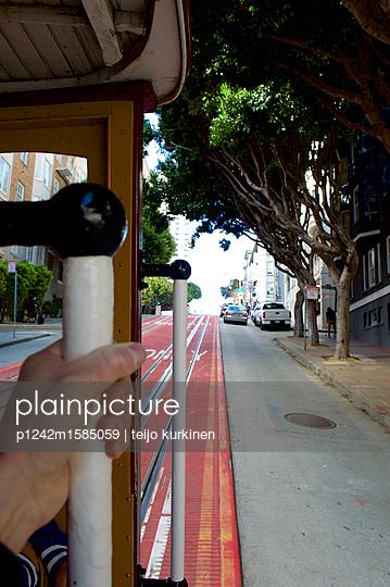 Cable Car in San Francisco - p1242m1585059 von teijo kurkinen