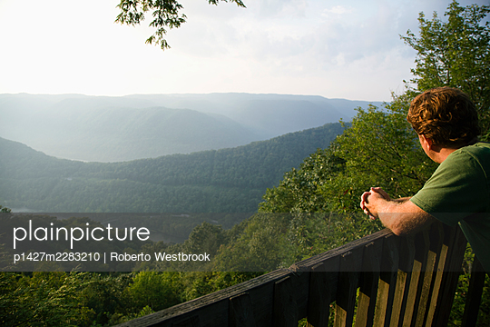 Mid adult man looking at view from viewing platform, rear view, New River Gorge National River, Fayetteville, West Virginia, USA - p1427m2283210 by Roberto Westbrook