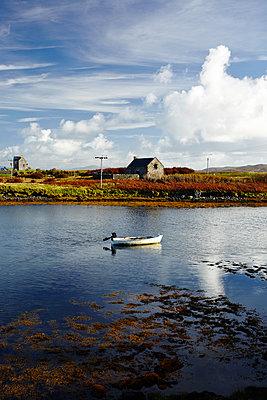 Boot auf North Uist, Lochmaddy - p1145m1590874 von Kerstin Lakeberg