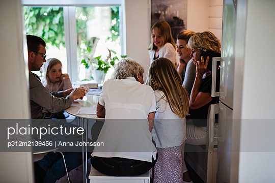 Family at home - p312m2139456 by Anna Johnsson