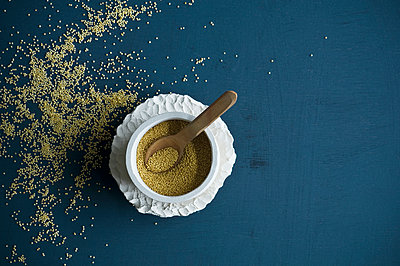Amaranth in bowl with wooden spoon - p300m2079180 by Achim Sass