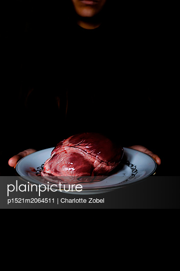 Heart on a plate - p1521m2064511 by Charlotte Zobel