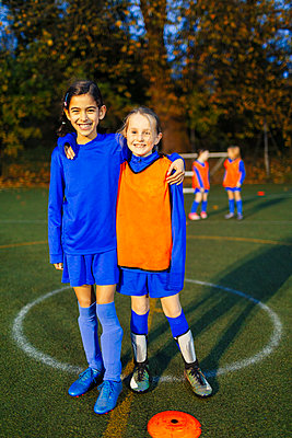 Portrait smiling, confident girl soccer players - p1023m2035231 by Paul Bradbury
