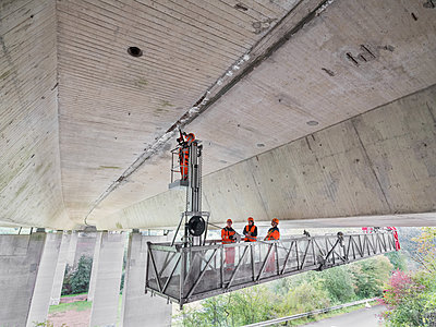 Inspection and maintenance work at bridge - p390m2013430 by Frank Herfort