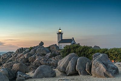 Dusk at Pontusval lighthouse, Brignogan Plage, Finistere, Brittany, France, Europe - p871m1448376 by francesco vaninetti