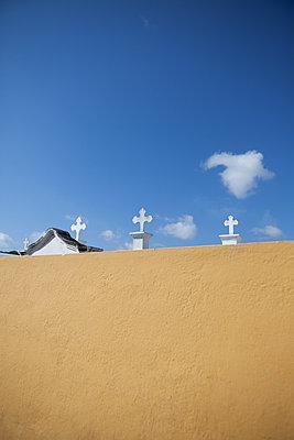 3 Kreuze im Himmel - p045m1574311 von Jasmin Sander