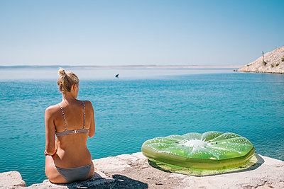 Croatia, Woman with air mattress by the sea - p1600m2211906 by Ole Spata