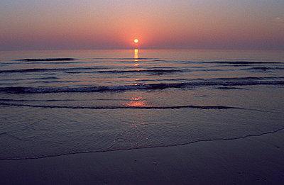 Sunset on the beach - p3600034 by Ralf Brocke