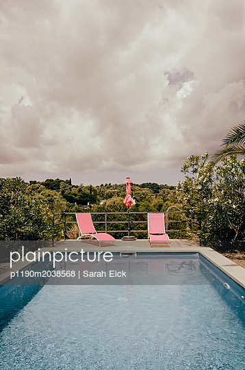 Deck chairs at the pool - p1190m2038568 by Sarah Eick