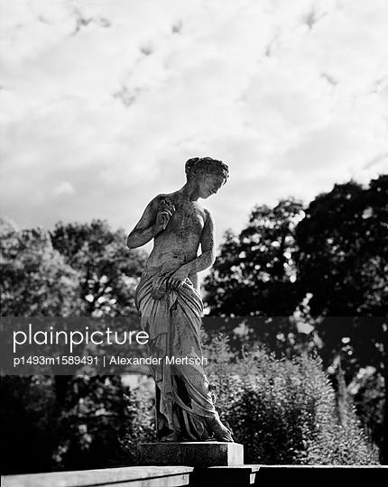 Statue im Garten des Schlosses Sanssouci - p1493m1589491 von Alexander Mertsch