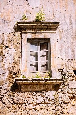 Altes Fenster - p363m1003421 von Thomas Victor