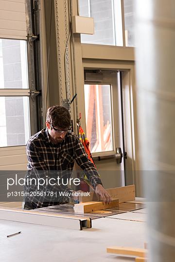 Craftsman working in workshop - p1315m2056178 by Wavebreak