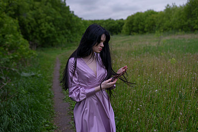 Woman wearing purple dress - p1646m2257572 by Slava Chistyakov