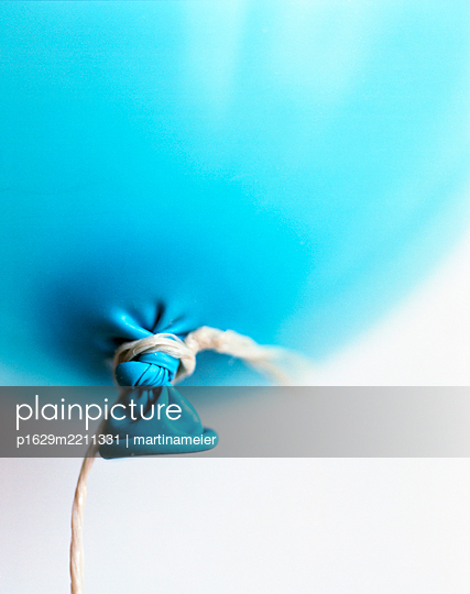 Blue balloon, fastened with two knots - p1629m2211331 by martinameier