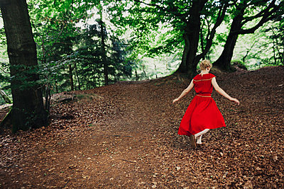 Young woman with red dress - p1184m1002949 by brabanski