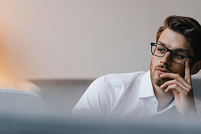 Pensive businessman  - p586m2057722 by Kniel Synnatzschke