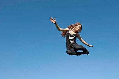 In die Luft springen - p896m834863 von Sabine Joosten
