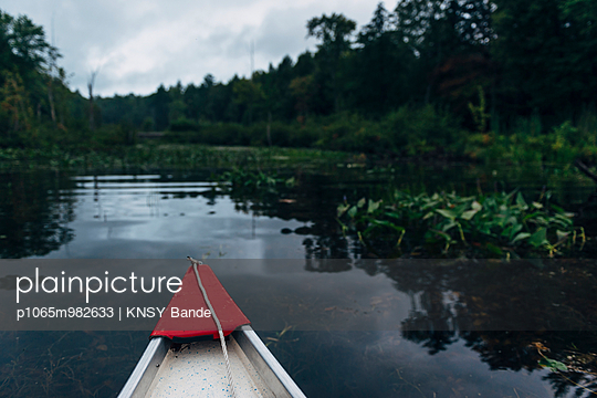 Mit dem Boot unterwegs auf dem Chandos Lake, Kanada - p1065m982633 von KNSY Bande
